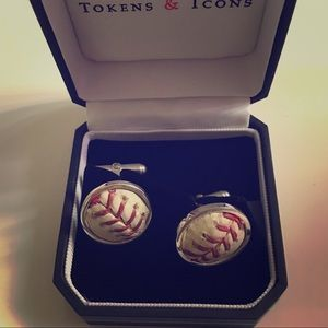 Accessories - Dodger cuff links